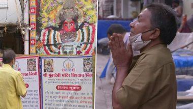 Chaitra Durga Ashtami 2021: Devotees Pray Outside Mumba Devi Temple in Mumbai Amid COVID-19 Restrictions