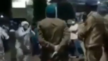 UP Police Did Not Take Away Oxygen Cylinder Man Arranged for His COVID-19 Positive Mother, Video Goes Viral With Fake Claim