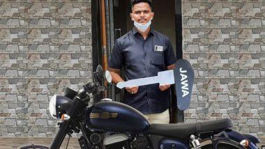 Mayur Shelke, Railway Pointsman, Who Saved a Kid's Life at Maharashtra's Vangani Railway Station, Receives Mahindra Jawa Bike as a Gift for His Act of Bravery