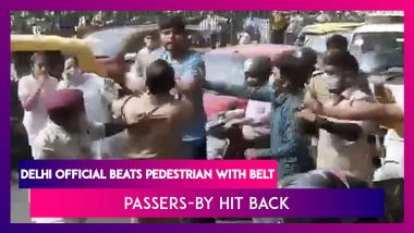 Delhi Civil Defence Personnel Beat Up Pedestrian For Lack Of Mask, Are Later Beaten Up; Watch Videos
