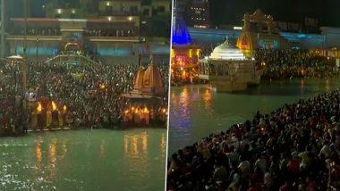 Kumbh Mela 2021: Massive Crowd Gathers at Haridwar's Har Ki Pauri For Ganga Aarti Despite Rising COVID-19 Cases (See Pics)