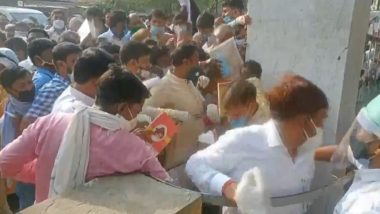 UP Panchayat Elections Results 2021: Counting Agents Flout Social Distancing Norms in Hathras, Gather in Large Numbers Outside Centre (Watch Video)