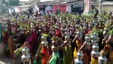 Ahmedabad: Women Gather in Large Numbers To Offer Prayers at Baliyadev Temple, Flout Social Distancing Norms (Watch Video)