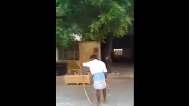 Tamil Nadu Man Catches Snake, Puts it Inside Folds of His Lungi; Old Video Goes Viral