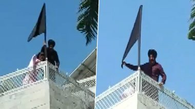 Navjot Singh Sidhu Puts A Black Flag At His Residence In Support Of Farmers Protesting Against The Three Farm Laws (Watch Video)
