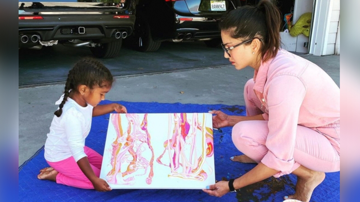 Sunny Leone With Kids 1