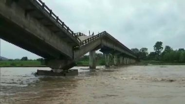 Cyclone Yaas Impact in Jharkhand: Bridge Over River Kanchi Collapses Due to Heavy Rainfall in Tamar Area of Ranchi