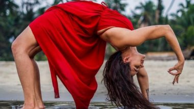 International Day of Yoga 2021: 5 Times Hottie Aashka Goradia Made Yoga Look Intense and Powerful