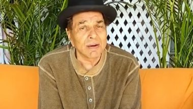 Dharmendra Croons to His Favourite Song 'Abhi Na Jao Chhod Kar' (Watch Video)