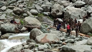 Rajouri: Indian Army Personnel Brave Freezing Temperatures and Heavy Rains, Construct Footbridge Over Jamian Nala in Record Time To Help 8 Dera Migrant Families