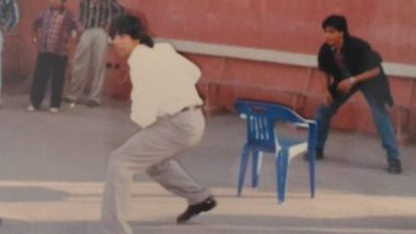 Throwback Tuesday: Shah Rukh Khan and Akshay Kumar Playing Gully Cricket in This Picture From the Sets of 'Dil Toh Pagal Hai' Is Pure Gold!