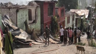 India News | Army, J-K Police Rescue Several People After Fire Engulfs Houses in Baramulla
