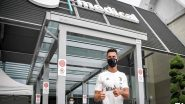 Cristiano Ronaldo Receives Warm Welcome At Juventus, Obliges Fans With Selfies and Autographs as He Reports to Bianconneri (Watch Video)