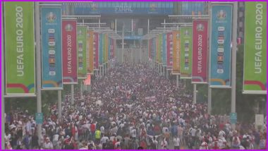 Soccer Fans Gather at Wembley Stadium to Watch Italy vs England Euro 2020 Final (Watch Live Video)