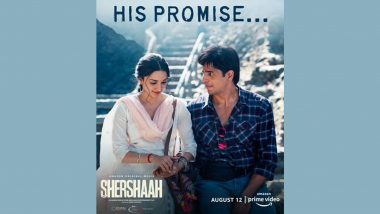 Shershaah: Kiara Advani Is Innocently Holding Sidharth Malhotra's Hand in Her First Look Poster (View Pic)