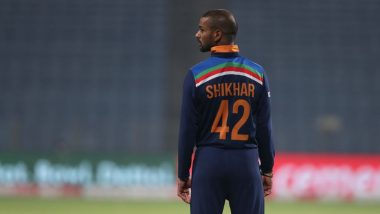Shikhar Dhawan Takes Brilliant Catch to Dismiss Bhanuka Rajapaksa During IND vs SL 1st ODI 2021 (Watch Video)