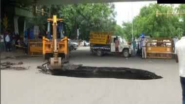 Delhi: Massive Sinkhole Spotted in Hauz Khas, Traffic Disrupted (See Pics)