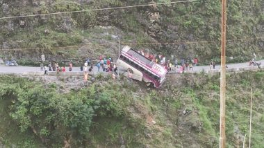 Himachal Pradesh: Bus Carrying 22 People Skids Off NH 707 Near Bohrad Khad in Shillai, Alert Driver Controls Bus Till Last Passenger Is Rescued