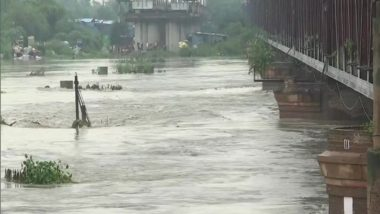 Yamuna Water Level Crosses the Danger Mark Due to Heavy Rains, Delhi Administration Moves People to Safer Areas