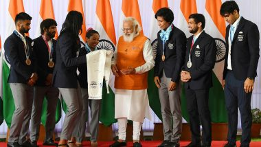 India's Medal Winners at Tokyo Olympics 2020 Gift Signed Stole to Prime Minister Narendra Modi (Check Post)