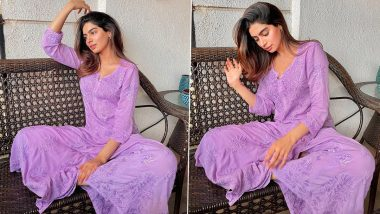 Khushi Kapoor Looks Pretty As She Plays With Her Hair In an Easy-Breezy Mauve Chikankari Suit, See Photos