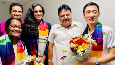 PV Sindhu and Her Coach Park Tae-Sang Welcomed at the Delhi Airport After Indian Shuttler's Bronze Medal Win at Tokyo Olympics 2020 (Watch Video)