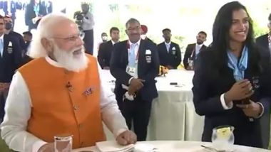 PM Narendra Modi Offers Ice Cream to 2020 Tokyo Olympics Medal Winner PV Sindhu During Interaction With the Indian Contingent (Watch Video)