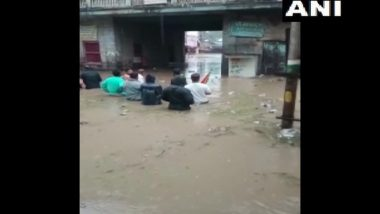 Maharashtra Rains: Torrential Rain Causes Extensive Waterlogging in Jalgaon, Houses and Roads Submerged (Watch Video)