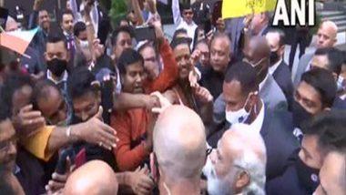 World News   PM Modi Meets Crowd Gathered Outside New York Hotel