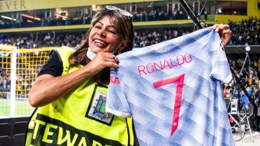 Cristiano Ronaldo Gives His Shirt To Steward After Accidentally Hitting Her During Warm-Up Ahead of Manchester United vs BSC Young Boys in UEFA Champions League 2021–22 (Watch Video)