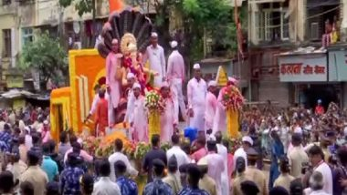 Ganpati Visarjan 2021: Devotees Bid Farewell to Lord Ganesha Amidst Tight Security